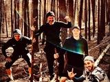 Карантинные прогулки: динамовцы с агентом пошли в лес (ФОТО)