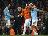 Стюарды на стадионе «Манчестер Сити», перепутав Менди с болельщиком, начали его преследовать (ФОТО)