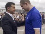 Пленный моряк Андрей Шевченко вернулся в Украину в футболке «Динамо» (ВИДЕО)