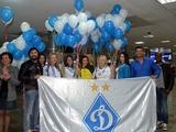 Болельщики «Динамо» ночью встретили команду в Киеве (ВИДЕО)