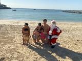 Роналду встретился на пляже с Санта-Клаусом. Но что-то на ФОТО смутило болельщиков