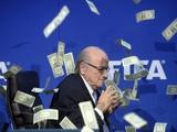 ФИФА призвала Швейцарию продолжить расследование в отношении Блаттера и обратилась с заявлением в прокуратуру