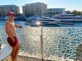 «Какую взять?». Евгений Коноплянка выбирает яхту в Дубае (ФОТО)