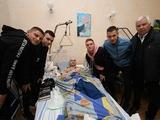 Динамовцы посетили раненых в военном госпитале