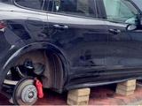Машину Левандовски «разули» прямо под домом (ФОТО)