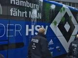 Перед матчем автобус «Гамбурга» атаковали шариками с краской (ФОТО)