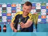«Свяжитесь со мной». Ярмоленко устроил шоу на пресс-конференции (ВИДЕО)