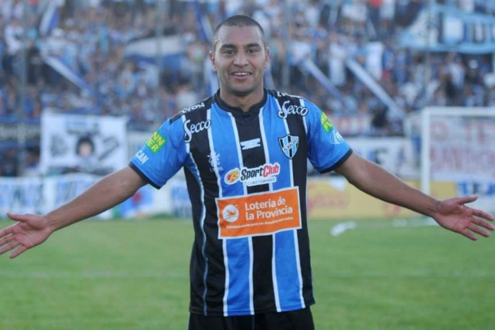 ВАргентине полицейский выстрелил вфутболиста, который успокаивал фанатов