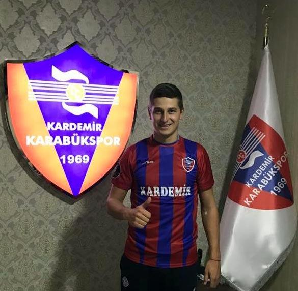 Полузащитник «Днепра» А.Близниченко продолжит карьеру вТурции