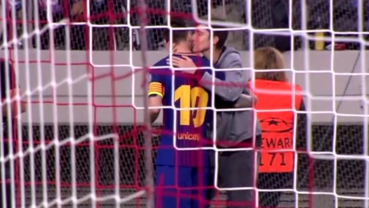 Поклонник «Барселоны» выбежал наполе ирасцеловал Месси