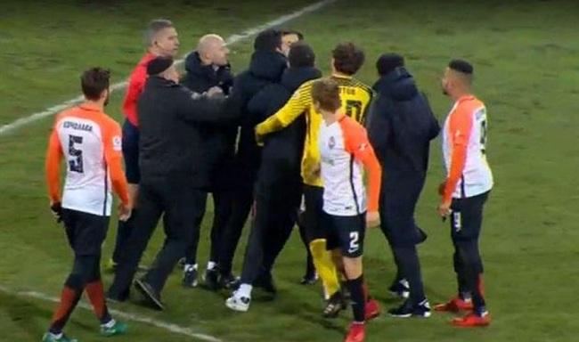 Игроки итренеры «Шахтера» атаковали судью после поражения от«Зари»