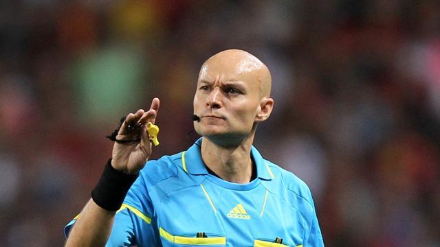 «Нант»— «ПСЖ»: арбитр ударил игрока хозяев Д. Карлоса, а после этого удалил его
