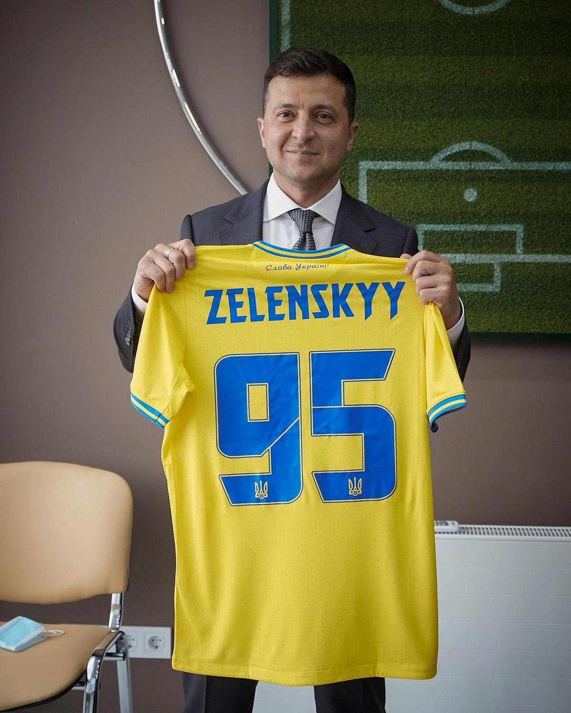 «От Луганска до Ужгорода, от Чернигова до Севастополя», — Президент Украины высказался о форме сборной Украины (ФОТО)